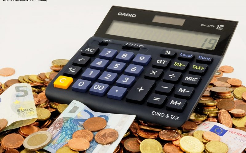 Bruno Germany auf Pixabay - Taschenrechner und Geld